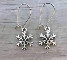 Hey, I found this really awesome Etsy listing at https://www.etsy.com/listing/210661019/winter-snowflake-earrings-dangling
