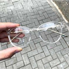 Glasses Frame With Clear Lens For Women blue light cancelling glasses kids glasses online hilary duff eyewear helium glasses Glasses Frames Trendy, Cool Glasses, New Glasses, Fake Glasses, Transparent Glasses Frames, Vintage Glasses Frames, Glasses Style, Glasses Trends, Lunette Style