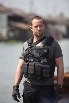 Sullivan Stapleton: Strike Back Sullivan Stapleton, Military Gear, Military Weapons, Strike Back Tv Series, Combat Gear, Chest Rig, Military Pictures, Men In Uniform, Special Forces