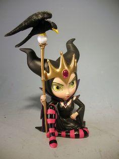 *CLAY ~ Art: Maleficent statue from Jasmine's Disney Villains line by Artist Jasmine Ann Becket-Griffith Fimo Clay, Polymer Clay Charms, Polymer Clay Projects, Polymer Clay Creations, Clay Crafts, Clay Dolls, Art Dolls, Kobold, Fairy Figurines