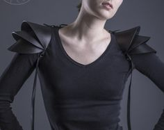 Black leather shoulder armour / Shoulder pads / Leather | Etsy