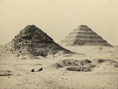 1860 - The pyramids of Sakkarah, from the north-east. Photographe : Francis Frith