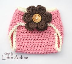 Crochet Diaper Cover Pattern with flower Crochet Baby Clothes, Newborn Crochet, Knitted Baby, Baby Knitting, Crochet Bebe, Crochet For Kids, Crochet Children, Crochet Crafts, Crochet Projects