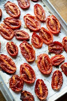 Our Roasted San Marzano Tomatoes is really quick to do at home! What a great and healthy way to spend your Summer days. Roasted Tomato Sauce, Easy Tomato Sauce, Homemade Tomato Sauce, Roasted Tomatoes, How To Peel Tomatoes, Plum Tomatoes, Heirloom Tomato Recipes, Fun Easy Recipes, Summer Recipes