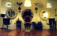 #Tocador #Salón de belleza #vintage #contract via @planreforma #accesorios #sillones #lamparas #revestimiento #espejos #suelos #pared #madera
