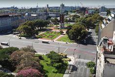 La zona de Retiro en Buenos Aires, con las calles casi desiertas, en una de las diversas vistas aéreas registradas con un dron