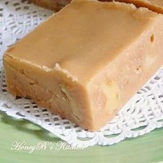 brown sugar Only the best tasting and perfect textured fudge out there! Recipe from Mae Iris Whitton - my precious Nanny Fudge Recipes, Candy Recipes, Sweet Recipes, Dessert Recipes, Just Desserts, Delicious Desserts, Oh Fudge, Penuche Fudge, Brown Sugar Fudge