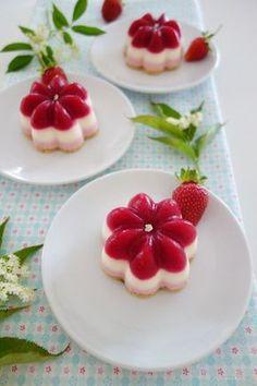 Erdbeer-Holunderblüten-Törtchen