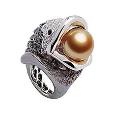 Pellagia ring in white gold with a golden South Sea pearl set with black and white diamonds, JEWELMER