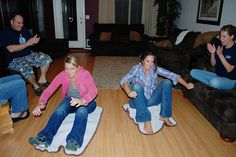 Magic Carpet Ride: The contestant must sit on and move a bath mat using the inchworm technique to navigate around three obstacles and back to the finish line. (Funniest Minutes To Win It Games) Holiday Games, Christmas Party Games, Youth Group Games, Family Games, Activities For Teens, Games For Kids, Minute To Win It Games For Adults, Animation Soiree, Geek House