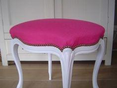 stofferen van stoelen: een idee voor die stoel met kapotte leuning, gewoon afzagen en er een poef maken!