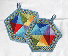 Quilted Potholders, Quilted Tote Bags, Fabric Crafts, Sewing Crafts, Sewing Projects, Scrappy Quilts, Mini Quilts, Signature Quilts, Table Runner Pattern