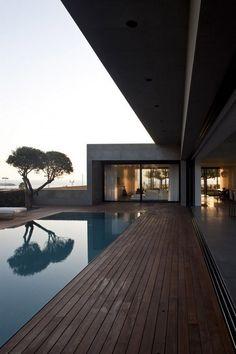 À fleur d'eau  Herzelia Pituah House was designed byPitsou Kedem ArchitectsandTanju Özelginand is located in Israel.