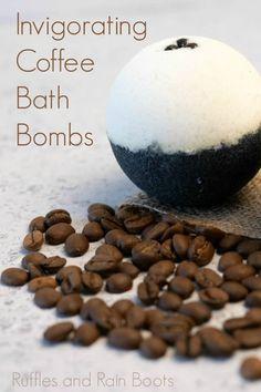 Homemade Bath Bombs, Homemade Soap Recipes, Diy Bath Bombs Easy, The Body Shop, Coffee Bath, Rainbow Bath Bomb, Diy Peeling, Natural Bath Bombs, Bath Bomb Molds
