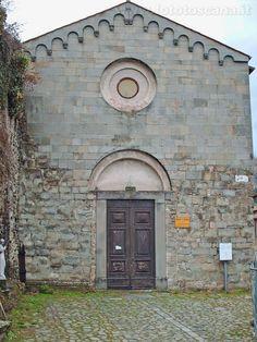 Castiglione di Garfagnana- Foto Toscana : chiesa di San Pietro ( VIII secolo )