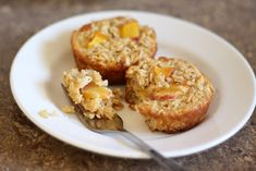 : Baked Peach Oatmeal Cups using a muffin tin. 3 cups old fashioned oats 1/2 cup light brown sugar 1 tablespoon baking powder 1 teaspoon kosher salt 1/4 cup butter, melted 3 eggs 1 1/4 cups milk 1 large peach, sliced thinly and diced, about 1 cup optional: cinnamon or nutmeg to taste. BAKE 350 for 20 min