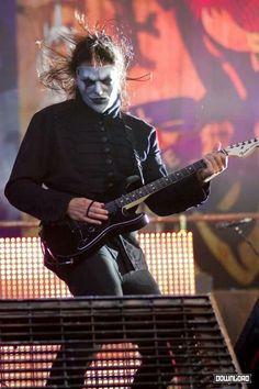 Jim Root, officieel James D. Root (Des Moines, Iowa 2 oktober 1971) is de leadgitarist van Stone Sour en de rhythm gitarist van Slipknot.  Bij Slipknot waar de bandleden elk een nummer en masker hebben is hij ook bekend als #4. Hij is de laatste die bij de huidige line-up van Slipknot kwam. Hij verving in 1999 gitarist Donnie Steele, die om religieuze redenen de band verliet. Hij speelde op het album Slipknot alleen mee met het nummer Despise.