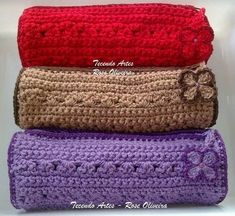 Portalápices en Crochet ¡¡Llega Septiembre!! | Otakulandia.es Crochet Pencil Case, Crochet Case, Knit Crochet, Mochila Crochet, Crochet Backpack, Diy Handbag, Mobile Covers, My Bags, Cute Gifts