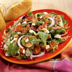 The flavors of blue cheese and bacon blend together perfectly along with greens and tomatoes in this great salad. Salad Sauce, Salad Bar, Bob Evans Recipes, Bacon Salad, Blue Cheese, Salad Recipes, Side Dishes, Salads, Food And Drink