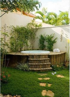 Good  muito bom ter um quintal charmoso funcional e que n o d muito trabalho para