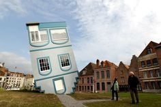 Voici une #maison #originale tombée du ciel...