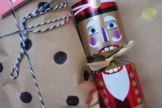 DIY Creative Christmas Gift Wrap Idea