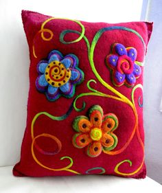 Consider as technique for embellishing clothing: Felt flower pillow. Felted Wool Crafts, Felt Crafts, Fabric Crafts, Sewing Crafts, Felt Flower Pillow, Felt Pillow, Wet Felting, Needle Felting, Felt Flowers