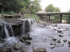 Manmade Waterfall Park In Ohio: Creekside Park in Gahanna Day Trips In Ohio, One Day Trip, Weekend Trips, Weekend Getaways, Small Waterfall, Excursion, Months In A Year, State Parks, Travel