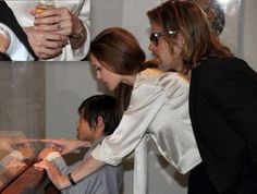 Finally! Angelina Jolie's Engagement Ring