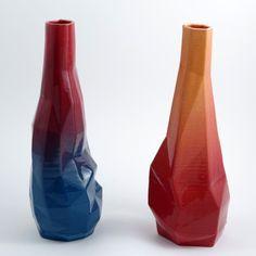Fusion entre technologie et tradition: - impression 3D, permet moulage géométrique de la céramique - cuisson et émaillage par procédés ancêstraux