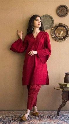 Pakistani Fashion Party Wear, Pakistani Fashion Casual, Indian Fashion Dresses, Indian Designer Outfits, Pakistani Outfits, Indian Outfits, Designer Dresses, Fashion Outfits, Stylish Dresses For Girls