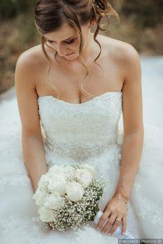 Bouquet total white per la sposa #matrimonio #nozze #sposi #sposa #bouquet #fiori #rustichic #bohochic #tradizione #wedding #flower