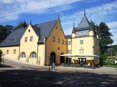 https://www.holidaycheck.at/m/schloss/278f61ea-4759-3260-a976-e378138bb71a Thoralf Alter :Ich kenne das Schloss schon aus früheren Zeiten und finde es bemerkenswert,  mit wie viel Engagement der holländische Besitzer die Sanierung des Bauwerkes betreibt. https://www.holidaycheck.at/hi/schlosshotel-purschenstein/cd431079-16ee-3616-9571-9290a7addaa7