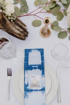 DIY place cards & earthy table decor | Image by Jennifer Moher Photography