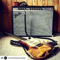 #Repost @henrikfreischlader ・・・ It's a Stevie day! Having fun watching Stevie Ray Vaughan & Double Trouble #liveatelmocambo and practising with my 1963 #Stratocaster and a #Fender '68 Custom Vibrolux Reverb #amp. #thisisthesound #henrikfreischladertrio @fenderguitar @fendercustomshop @daddarioandco @daddario_latinoamerica @dwilson_fender @jsmithfendercustom