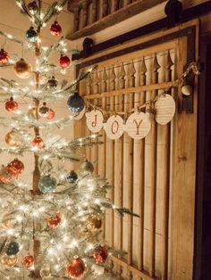 Office Christmas, Christmas Books, Christmas In July, All Things Christmas, Christmas Home, Vintage Christmas, Christmas Ideas, Christmas Crafts, Beach Christmas