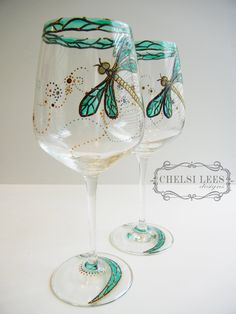 Set of 2 Hand Painted Wine Glass: Dragonfly Design Wine Glass Crafts, Wine Craft, Wine Bottle Crafts, Decorated Wine Glasses, Hand Painted Wine Glasses, Wine Bottle Glasses, Painted Wine Bottles, Bottle Painting, Glass Art