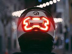 Gerade im Stadtverkehr lebtman als Motorradfahrer gefährlich. Nicht etwa, weil man sich nicht an die Regeln hält, sondern weil man schlichtweg weniger gut sichtbar ist als Autos. Da kommt ein Gadg…