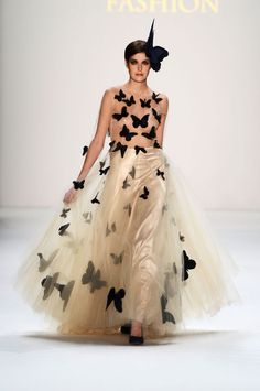 1-crazy-butterfly-wedding-dress-0117-This would dress make the wedding statement of the century!