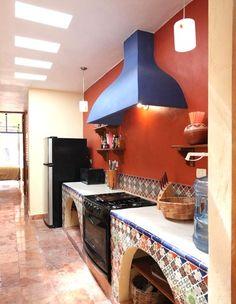 Casa Granada-Colonial in Perfect Centro Location in Merida mexican spanish style kitchen Farmhouse Living Room Furniture, Modern Farmhouse Interiors, Farmhouse Bedroom Decor, Modern Interior, Spanish Style Bathrooms, Spanish Style Homes, Spanish Bathroom, Merida, Mexican Style Kitchens