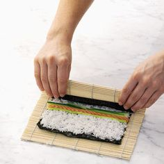 Do you like sushi but you think it is to difficult to make at home? Its easy Read this sushi guide for beginners and youll get all the tips and inspiration youll need to get you I Love Food, Good Food, Yummy Food, Tasty, How To Make Sushi, Food To Make, Sushi Recipes For Beginners, Cooking Recipes, Snack Recipes