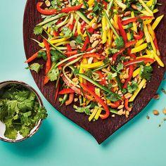 Thai Mango Salad with Peanuts Thai Mango Salad, Ricardo Recipe, Vegetarian Recipes, Healthy Recipes, Orange Salad, Asian Recipes, Ethnic Recipes, Side Salad, Favorite Recipes