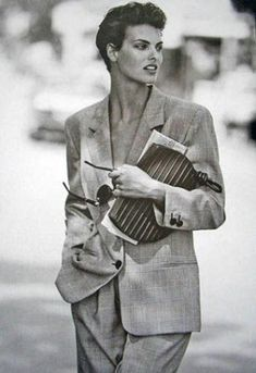 Linda Evangelista by Peter Lindbergh for Loewe spring 1990 Foto Fashion, Fashion History, 90s Fashion, Vintage Fashion, Vintage Clothing, Fashion Styles, Fashion Brands, High Fashion, Linda Evangelista