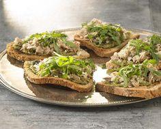 Bruschetta met tonijnsalade en groene pesto
