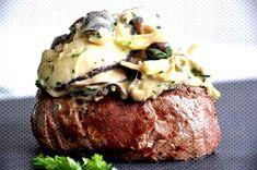 Gordon Ramsay& Filet Mignon with Mushroom Gratin. Ramsay Chef, Chef Gordon Ramsay, Gordon Ramsay Steak, Chef Recipes, Meat Recipes, Cooking Recipes, Noodle Recipes, Fillet Steak Recipes, Chefs