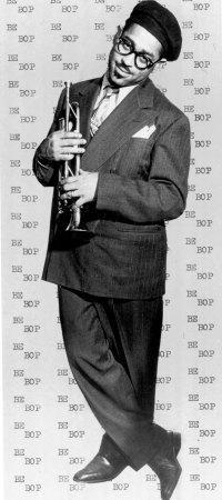 Dizzy Gillespie Jazz Artists, Jazz Musicians, Dizzy Gillespie, Musician Photography, Cool Jazz, All That Jazz, Little Bit, Trumpet Players, Miles Davis