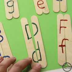 Letter Matching Activity - Planning Playtime : PPuzzlesreschool Letter Matching Looking for a fun Letter Matching Activity? Try these simple, DIY Craft Stick Puzzles for kids. Make them in just minutes, and enjoy educational play. Toddler Learning Activities, Preschool Learning Activities, Letter Activities, Preschool Worksheets, Kids Educational Crafts, Science Crafts, Educational Websites, Preschool Science, Science Classroom