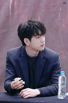 Focus to Jinyoung's jawline