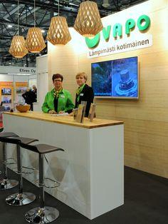 VAPO OY - Vapo Oy:n osastolla kävi kuhina, kun Vapon asiantuntijat esittelivät messuvieraille polttoaine- sekä energiantuotantoratkaisuitaan. Suurinta mielenkiintoa herätti Vapon monipuolisuus energia-alan toimijana. Työturvallisuus, ympäristövastuullisuus ja asiakastyytyväisyys ovat Vapolle tärkeitä asioita, jotka olivat osastolla myös hyvin esillä. Lisätietoja www.vapo.fi/