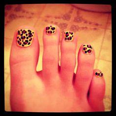Yellow cheetah print nails cool